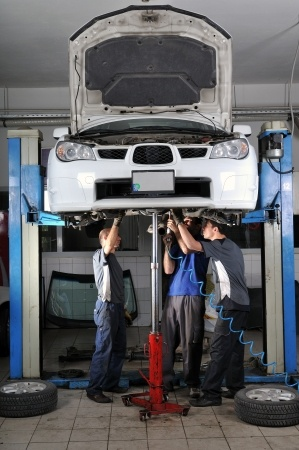 expert ASE certified technicians repairing all vehicles systems